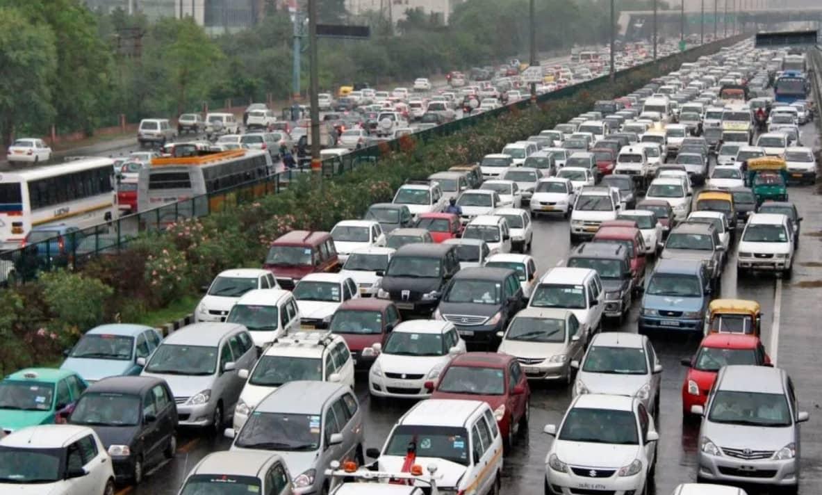 Автомобильный трафик-min