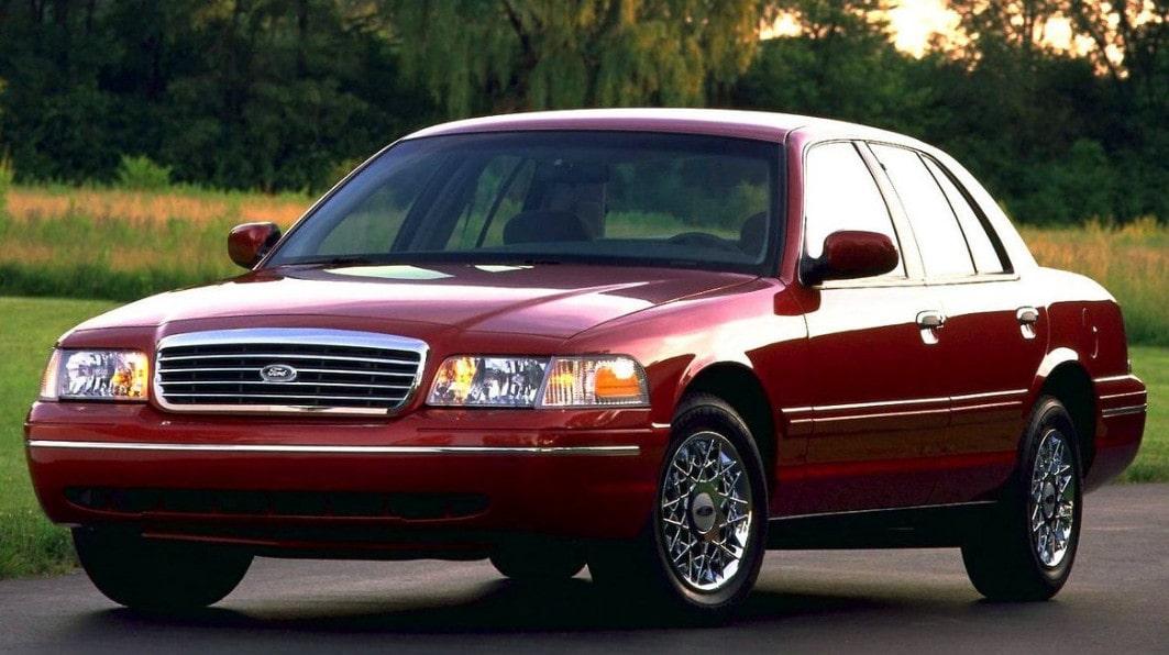 Ford Crown Victoria-min